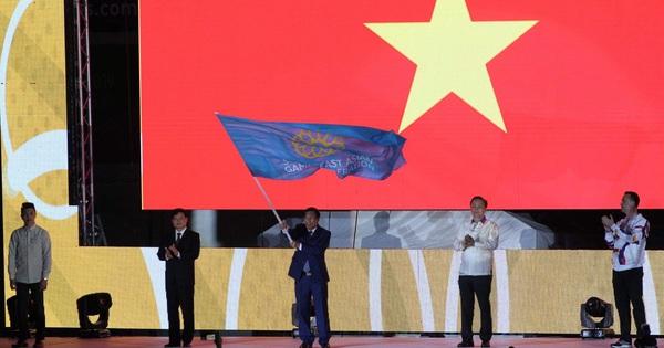 Bộ trưởng Bộ Văn hóa, Thể thao và Du lịch Nguyễn Ngọc Thiện nhận cờ đăng cai SEA Games