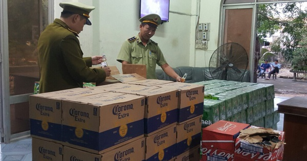 Thu giữ hơn 4.000 chai bia mang nhãn hiệu Heineken, Corona, Budueiser