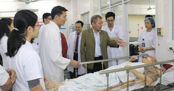 Đêm Giao thừa: Giám đốc Bệnh viện vẫn miệt mài ở giường bệnh