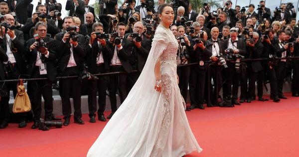 Củng Lợi khiến cả châu Á ngước nhìn khi xuất hiện trên thảm đỏ LHP Cannes mà chẳng cần một chiêu trò nào