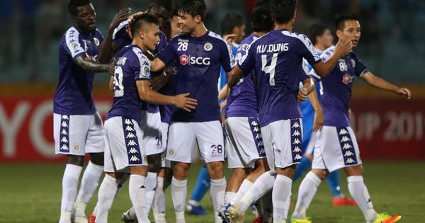 """Có một Hà Nội FC """"què cụt"""" đang mang bóng đá Việt Nam đi vào lịch sử"""