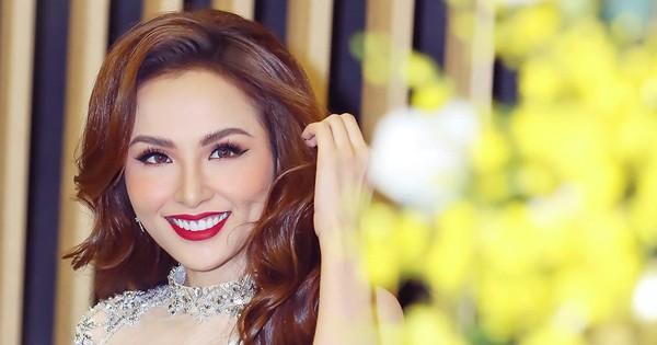 """Hoa hậu Diễm Hương nói về chiếc vương miện: """"Giống trúng số độc đắc"""""""