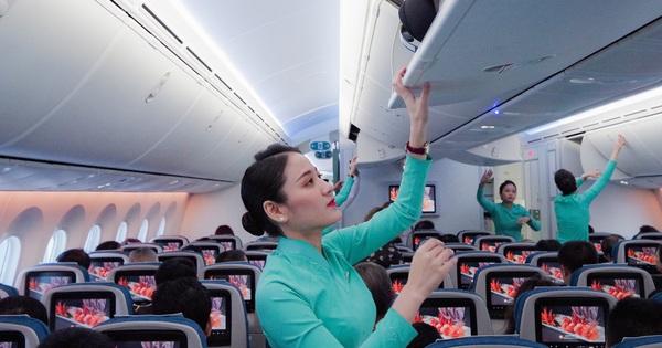 Một hành khách bỏ quên điện thoại Iphone XS và hàng trăm triệu đồng trên máy bay được trả lại