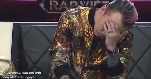 """Binz đăng lại khoảnh khắc ôm đầu """"bất hủ"""" ở Rap Việt cùng chia sẻ """"mặn hơn muối"""""""