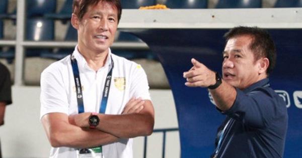 HLV trưởng tuyển Thái Lan hóa