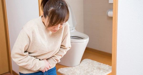 Phụ nữ đi tiểu lần đầu tiên vào buổi sáng nếu thấy cơ thể phản ứng theo 3 cách này chứng tỏ tử cung ''bẩn'' và yếu