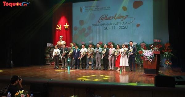 Bộ trưởng Bộ VHTTDL Nguyễn Ngọc Thiện thăm, chúc mừng Ngày Nhà giáo Việt Nam