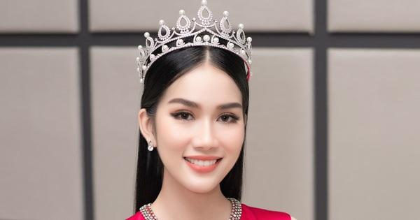 Giám đốc truyền thông Miss International khen ngợi vẻ đẹp của Á hậu Phương Anh