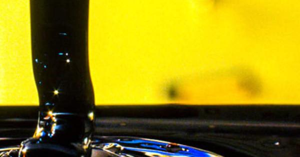 Giá dầu tuần này tăng 6% nhưng có dấu hiệu mất đà