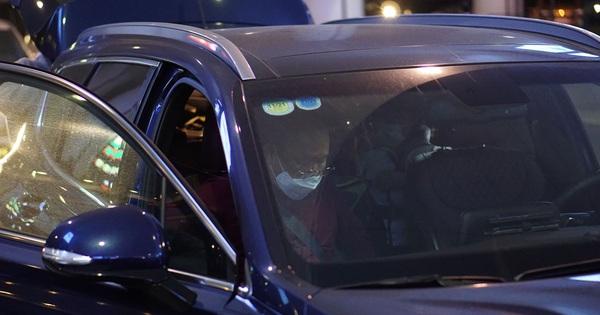 HLV Park Hang-seo vội vã rời sân bay ngay khi vừa đến Hà Nội - xs thứ tư