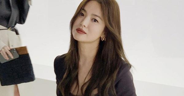 """Ly hôn Song Joong Ki, Song Hye Kyo trở thành """"con ghẻ quốc dân"""" bị mắng nhiếc, so sánh với mỹ nhân phản bội chồng ngoại tình trai trẻ kém 17 tuổi"""