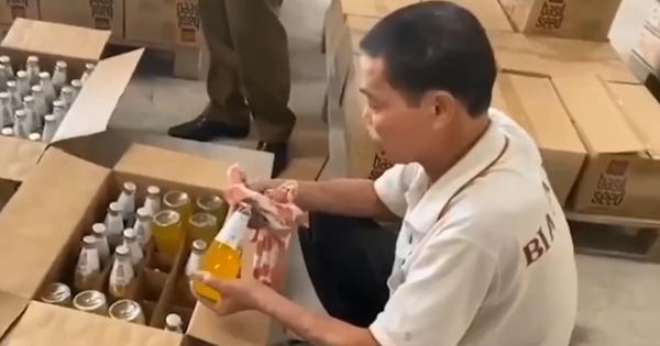 Hà Nội: Hàng nghìn chai nước ngọt hết hạn sử dụng cả năm được ''hô biến'' thành sản phẩm mới