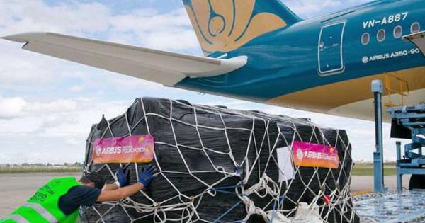 Vietnam Post thuê nguyên chuyến máy bay của Vietnam Airlines vận chuyển hàng hóa phục vụ mùa dịch