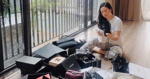 Soi bộ sưu tập túi hàng hiệu được mang ra phơi nắng của vợ Trọng Tấn