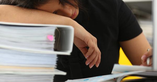 Mệt mỏi với công việc mức lương 22 triệu, cựu sinh viên NEU ''thú nhận'' không có thời gian yêu đương, mất cân bằng cuộc sống