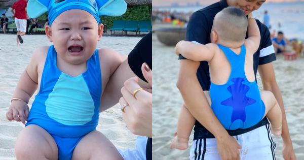 Ở nhà bạo dạn, cậu nhóc 1,5 tuổi ra biển sợ co rúm người khiến bao dự định của mẹ