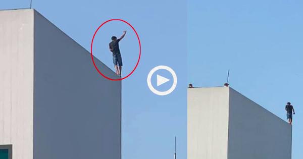 Clip: Nam thanh niên ''bình tâm như người đi trên dây'' trên nóc tòa nhà cao tầng khiến dân mạng hốt hoảng