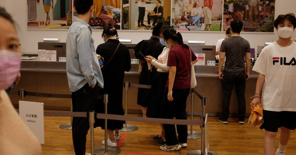 Ngành dịch vụ Trung Quốc bất ngờ tăng trưởng mạnh sau khi hạn chế nới lỏng