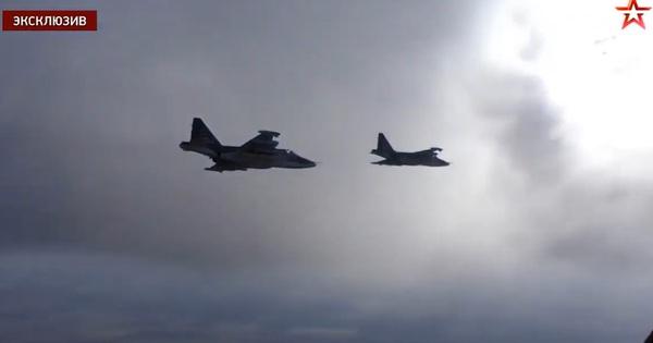 """Diễn tập """"xe tăng bay"""" Su-25 phiên bản tối tân nhất"""