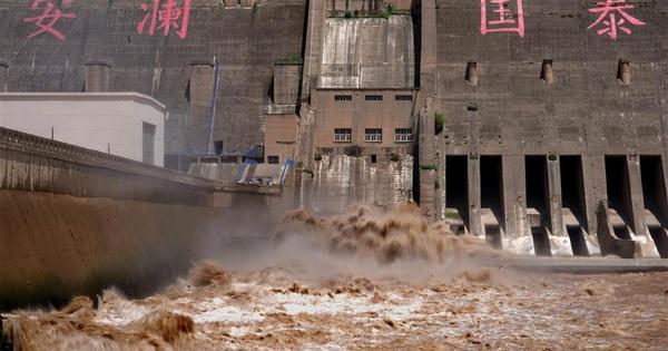 [Ảnh] Trung Quốc: Đập thủy điện gây tranh cãi trên sông Hoàng Hà xả lũ, sẵn sàng đối phó đợt lũ mới