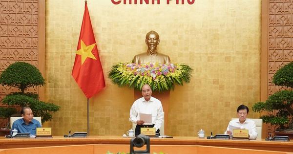 (Tổ Quốc) - Sáng 12/8, Thủ tướng Nguyễn Xuân Phúc đã chủ trì...