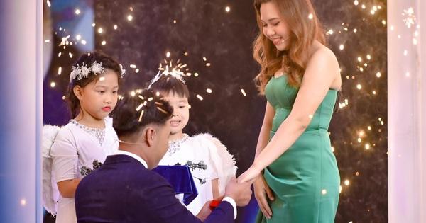 Mẹ đơn thân bất ngờ được chàng trai lạ mặt cầu hôn ngay trong tập 1 show hẹn hò Chân Ái, Xuân Bắc - Cát Tường vỡ òa hạnh phúc