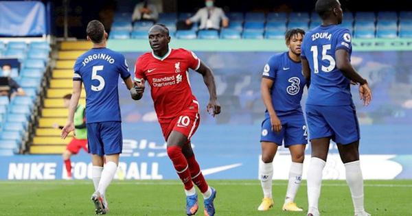 Lập cú đúp chớp nhoáng, Mane cân bằng thành tích của huyền thoại Liverpool