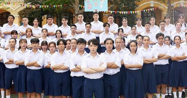 Đức Phúc giải thích việc trang phục học sinh trong MV ''Người ơi, người ở đừng về'' gây tranh cãi