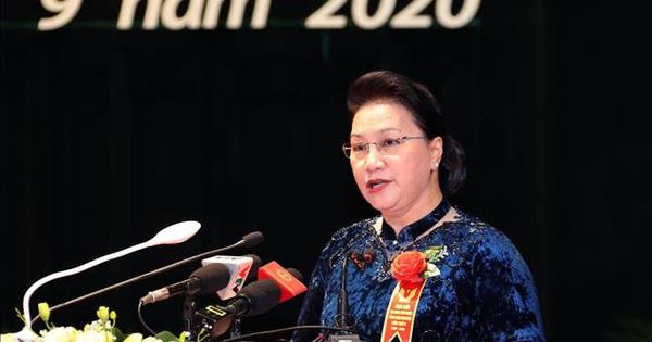 Chủ tịch Quốc hội: Mỗi cán bộ, đảng viên phải thực sự là hạt nhân trong các phong trào thi đua