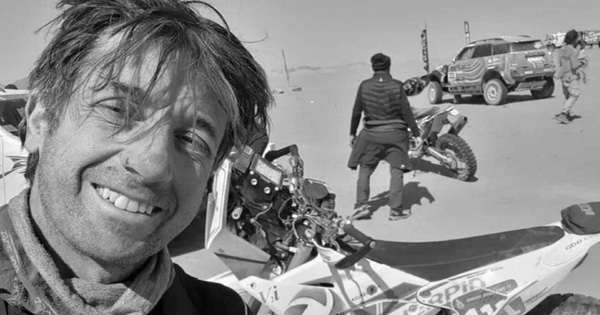 Giải đua xe khắc nghiệt nhất hành tinh lại chứng kiến bi kịch: Tay đua mô tô qua đời trên máy bay cứu thương