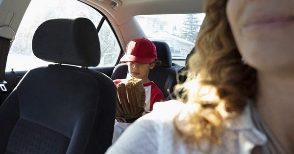 Gã trai ăn cắp ô tô còn vòng lại chất vấn chủ nhân chiếc xe, dọa báo cảnh sát vì hành động của cô với con trai 4 tuổi ở ghế sau