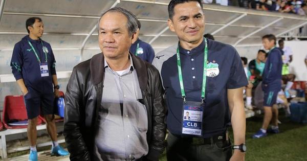 """Văn Thanh cao hứng gọi bầu Đức và HLV Kiatisuk là """"hot boy"""""""