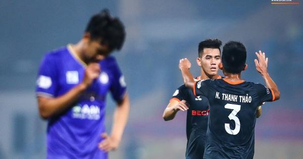 """Mạnh """"gắt"""" tái xuất, Hà Nội FC thua đau trên sân nhà"""