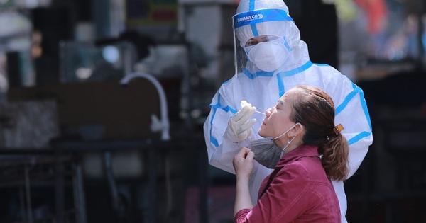 Đà Nẵng: Xét nghiệm Covid-19 cho hàng trăm tiểu thương chợ Phước Mỹ