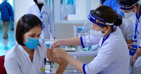 Khẩn trương thực hiện kế hoạch tiêm chủng gần 1 triệu người ở TP.HCM
