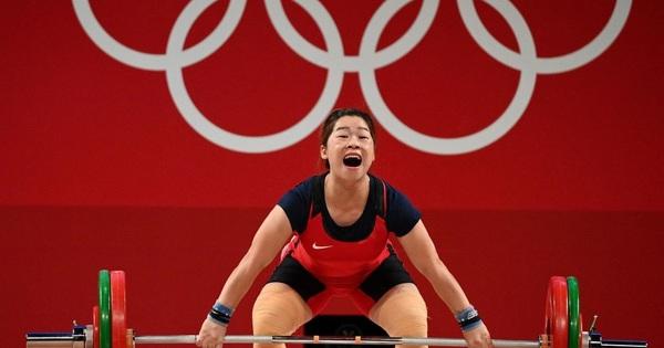 Nỗ lực quên chấn thương, đô cử Hoàng Thị Duyên giành vị trí thứ 5 ở Olympic Tokyo 2020