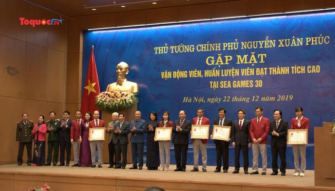 Thủ tướng Nguyễn Xuân Phúc gặp mặt VĐV, HLV đạt thành tích cao tại SEA Games 30