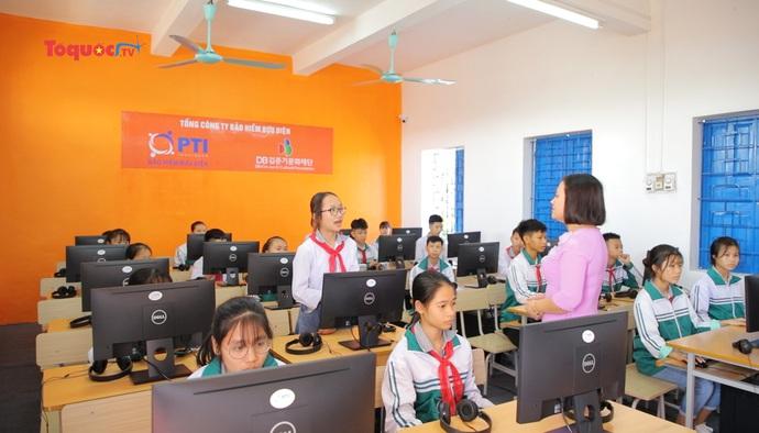 PTI tiếp tục hoạt động trao tặng phòng học tiếng anh đa năng cho các trường tại khu vực phía Bắc