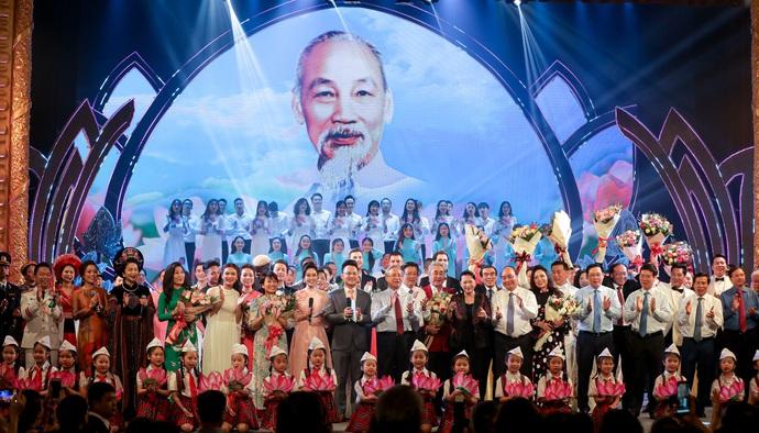 ''Dâng Người tiếng hát mùa xuân'' - món quà ý nghĩa kỷ niệm 130 năm ngày sinh Chủ tịch Hồ Chí Minh