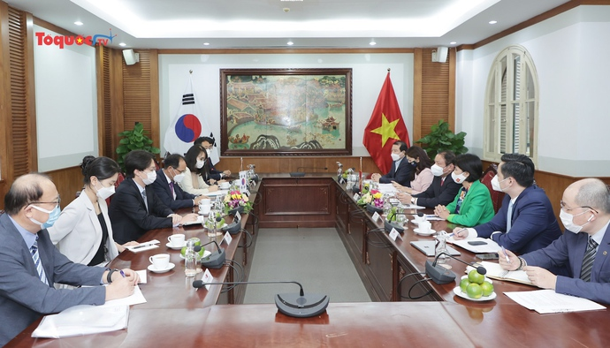 Bộ trưởng Bộ VHTTDL tiếp và làm việc với Đại sứ Hàn Quốc và Thụy Sĩ tại Việt Nam