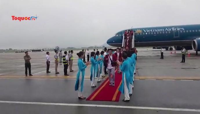Clip: Đội tuyển Olympic Việt Nam đã trở về Tổ quốc